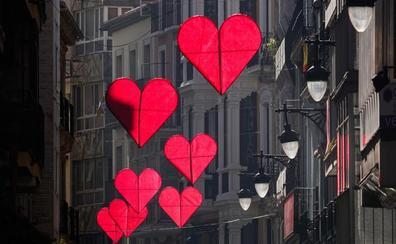 San Valentín 'pinta' de corazones las calles de Granada