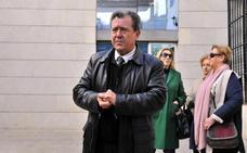 El alcalde declara en el Juzgado por la presunta apropiación indebida de recursos del PSOE