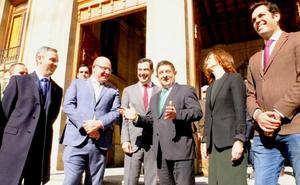 Juanma Moreno y Francisco Reyes: encuentro de presidentes en la Diputación