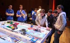 Una veintena de centros educativos compite hoy en la First Lego League