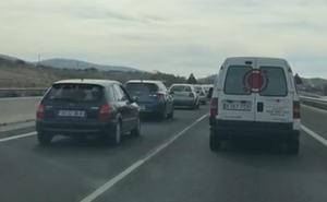 Segundo fin de semana con colapso en la bajada de la autovía de la Costa de Granada