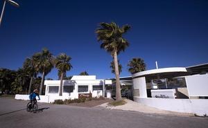 Motril inicia los trámites para recuperar un chiringuito de Playa Granada que debe 150.000 euros