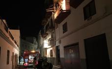 Al menos una persona herida por el fuego en dos pisos de Salobreña