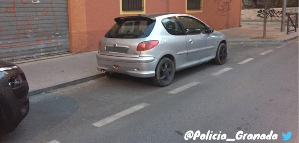 Esta es la multa que te puedes llevar en Granada por aparcar ocupando mal el espacio