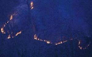 Medio centenar de incendios abrasan Cantabria