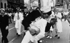 Muere el marinero del mítico beso en Nueva York tras la Segunda Guerra Mundial