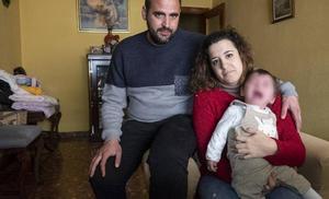 Aitana, una niña granadina de 15 meses, uno de los 30 casos diagnosticados de una enfermedad rara en el mundo