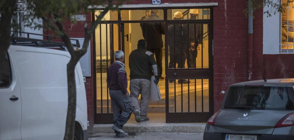 Pisos sociales tapiados contra la 'maría' en Pinos Puente
