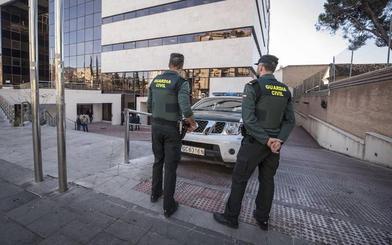 Dos jóvenes atracan a punta de cuchillo una oficina de Correos en Cúllar Vega