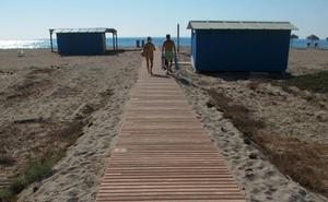Las playas de Almería capital tendrán pasarelas de hormigón permanentes