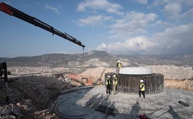 El molino de viento más grande de Andalucía empieza a emerger en Padul