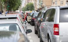 El PSOE de Almería reclama soluciones ante la «misión imposible» de aparcar