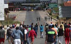 Dos muertos en los choques entre militares venezolanos e indígenas por la ayuda humanitaria