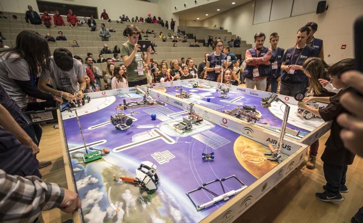 La 'First Lego League' reúne a 235 escolares de Granada en el PTS
