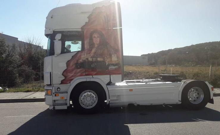 Así es el camión que lleva la Alhambra por toda Europa