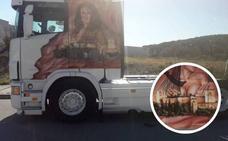 El camión con más de dos millones de kilómetros que lleva la Alhambra por toda Europa