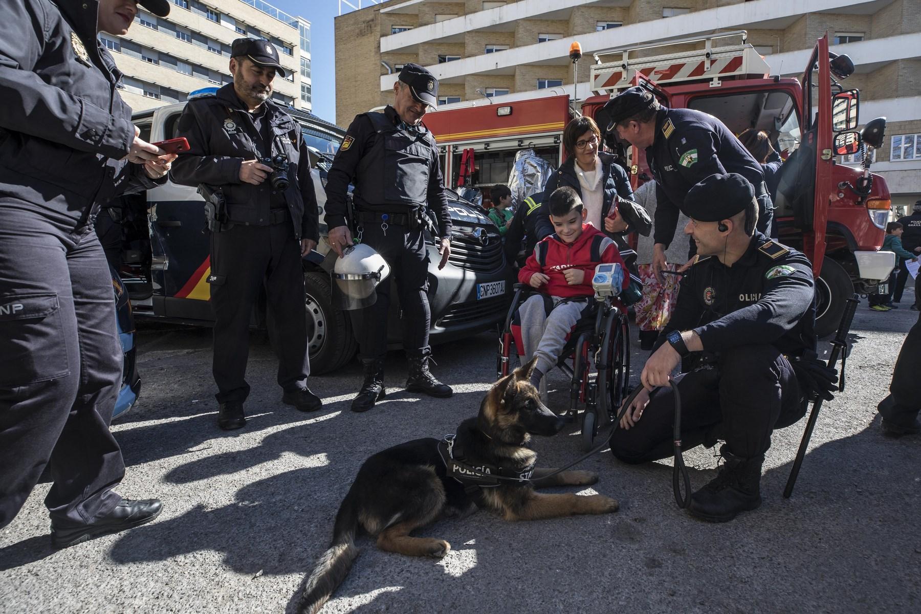 Visita de los cuerpos y fuerzas de seguridad al Materno