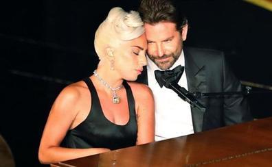 La ex de Bradley Cooper habla de Gaga...