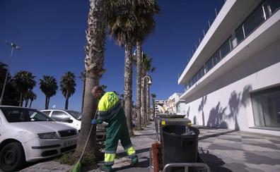 Almuñécar da luz verde a su nuevo contrato de limpieza, con más plantilla y para más zonas