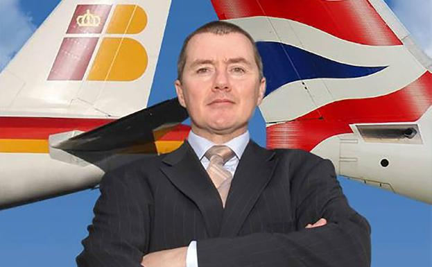 Willie Walsh, consejero delegado de IAG, junto a los logos de British Airways e Iberia.