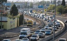 Accidente con tres turismos y un camión implicados en la Circunvalación de Granada en sentido Motril