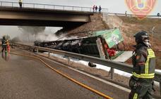 Normalizado el tráfico en la A-4 tras su corte por el vuelco e incendio de un camión a su paso por Bailén