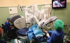 Especialistas en Otorrinolaringología de toda España se forman en la cirugía con robot en Granada