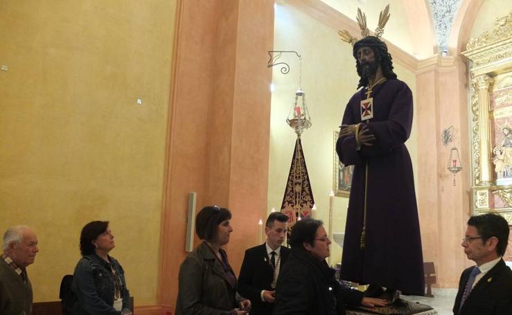 Almería rinde devoción al Jesús Cautivo