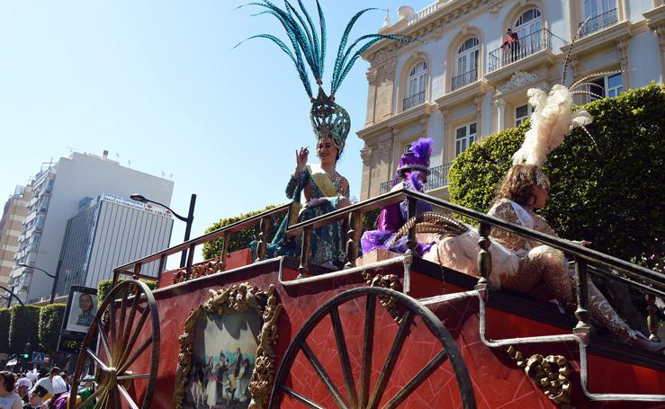 Alegría y color en el desfile de Carnaval