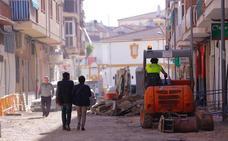 Comienzan los trabajos de acerado de la calle Ernesto Mira de Motril y la obra pasará a Domingo Cuesta