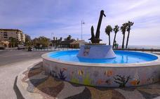 Un ancla de dos toneladas preside la nueva rotonda de San Cristóbal en Almuñécar