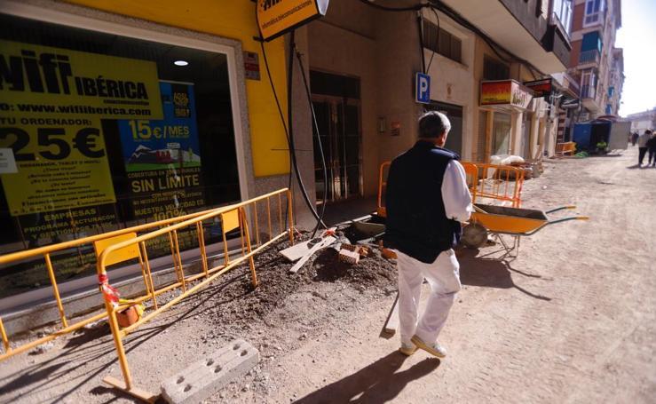 Arrancan los trabajos de acerado de la calle Ernesto Mira de Motril