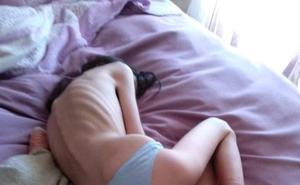 Una madre de Granada denuncia la falta de recursos públicos para tratar la anorexia de su hija: «La dejan morir»