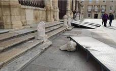 El viento y una rampa rompen un pilar de la Catedral del siglo XVIII