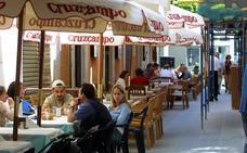 Los bares de Almería podrán cerrar una hora más tarde este viernes y sábado