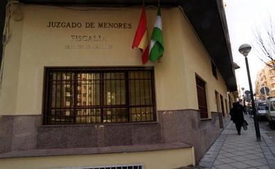 Condenados tres menores acusados de una agresión a una chica en un portal