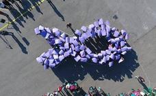 La Unión para sus líneas de producción y crea un lazo gigante violeta en favor de la mujer