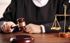 Treinta meses de cárcel por coaccionar y amenazar de muerte a su madre en Almería