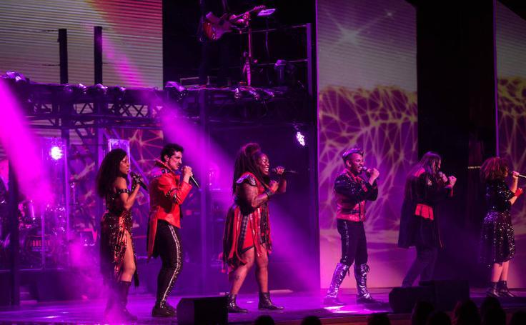 Seguidores de todas las edades disfrutan con 'Forever king of pop' en Granada