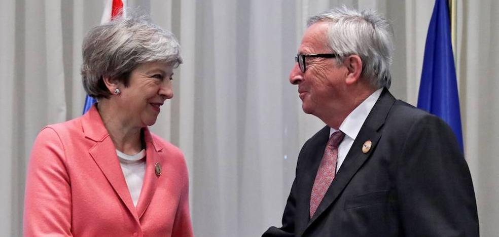 May recurre a Juncker en un intento de última hora para encarrilar el 'brexit'