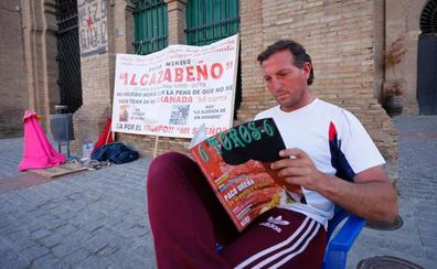 Alcazabeño, ocho días en huelga de hambre: «Me alimenta el enorme cariño de la gente»