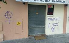 Vox denuncia pintadas amenazantes en un local donde Serrano mantendrá un encuentro con jóvenes