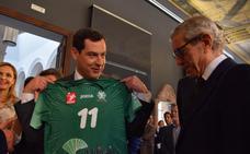 El Unicaja Almería ofrece el título de la Copa del Rey al presidente de la Junta