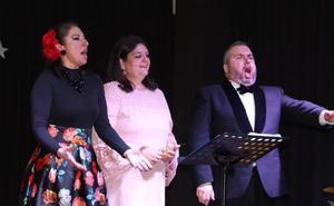La alcaldesa de Mancha Real canta con Montserrat Martí