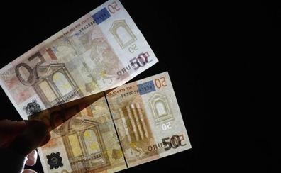Perplejidad por la aparición de sobres con 50 euros en buzones y casas de forma aleatoria