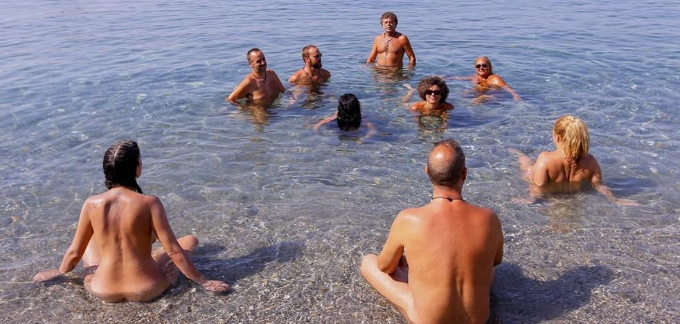 La playa nudista de Cantarriján consigue balizamiento para limitar la entrada a motos y barcos