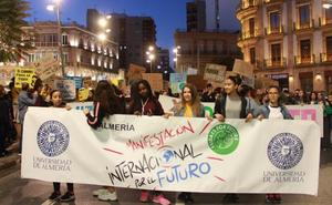 Los alumnos almerienses toman la calle contra el cambio climático