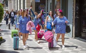 El Ayuntamiento de Granada activa el plan municipal contra ruidos y altercados por las despedidas