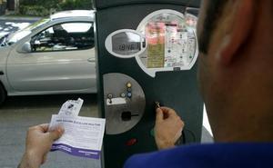 Plantean municipalizar la gestión de la zona de azul de aparcamiento