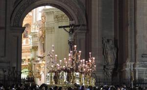 La cofradía de Los Escolapios llenó Granada de Semana Santa